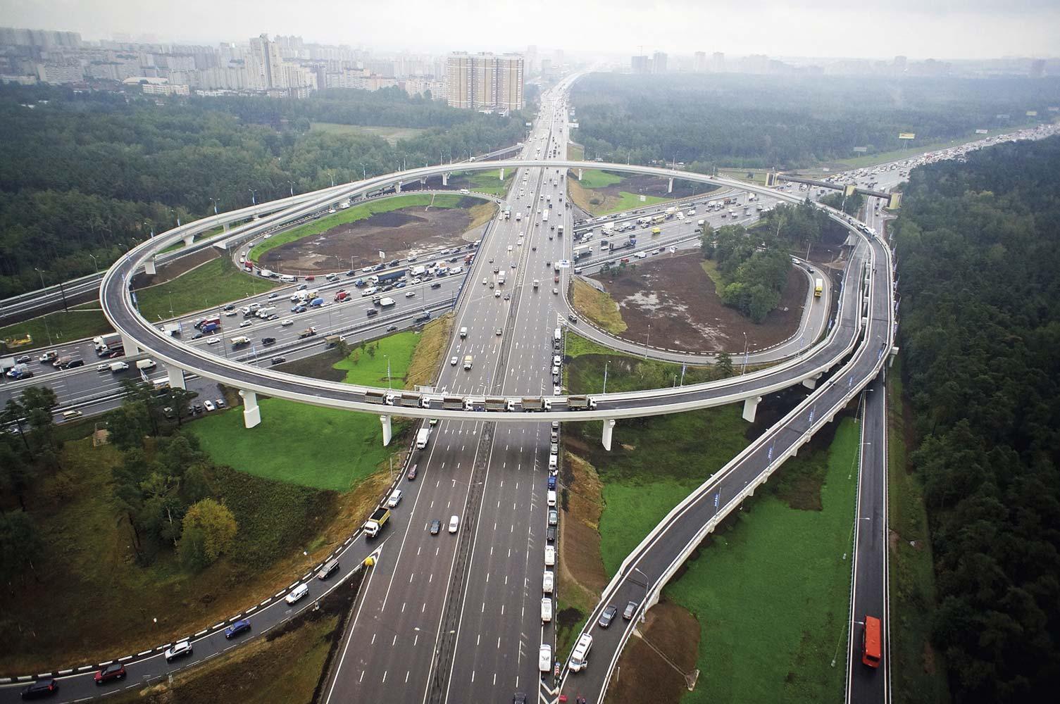 Проведена реконструкция вылетных магистралей и развязок на МКАД.